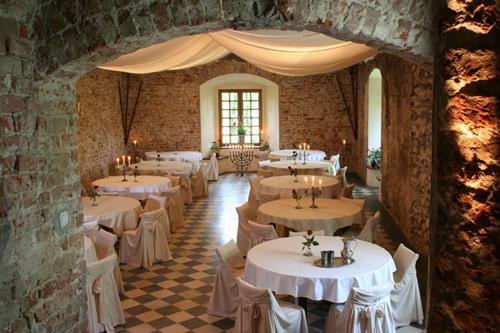 korzkiew-castle-renaissance-hall-4