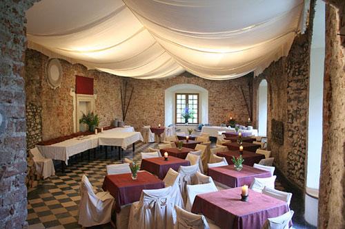 korzkiew-castle-renaissance-hall-5