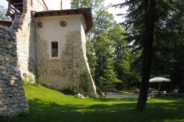 korzkiew-castle-poland-32