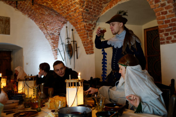 zamek-korzkiew-biesiada