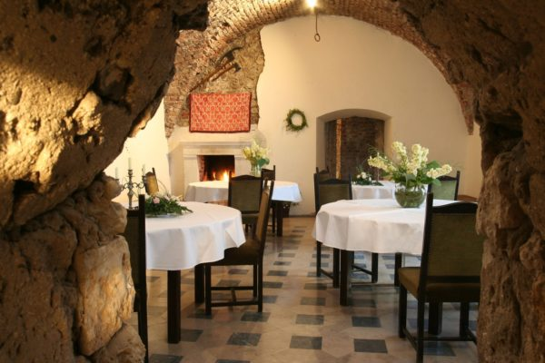 zamek-korzkiew-kolacja