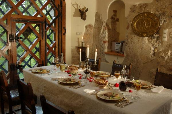 zamek-korzkiew-kolacja-przyjecie