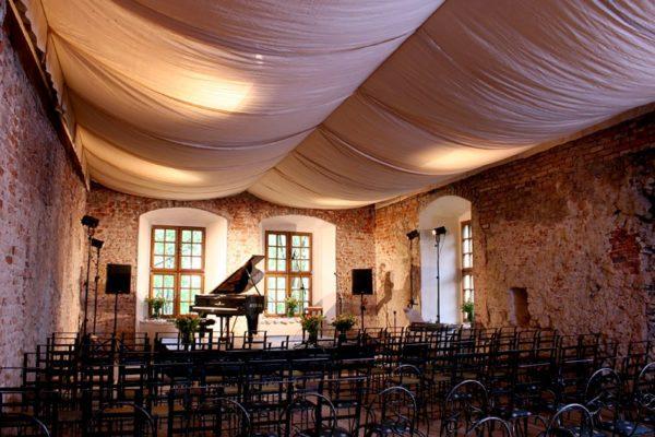 zamek-korzkiew-konferencja-koncert