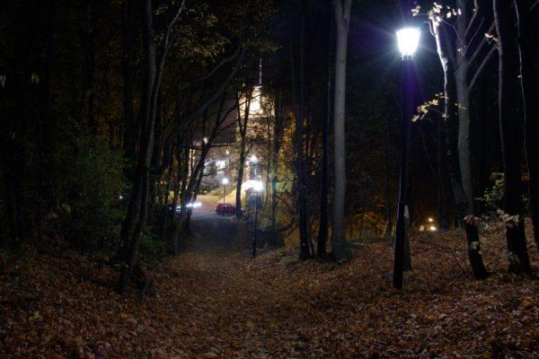 zamek-korzkiew-noc
